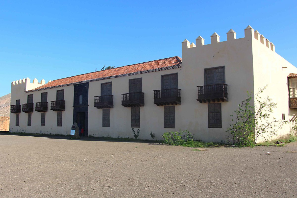 Casa de los Coroneles - the 'House of the Colonels' dates to the 18th century - a time when local militia leaders were appointed by Spain to rule the island. This was their imposing headquarters in La Oliva in northern Fuerteventura