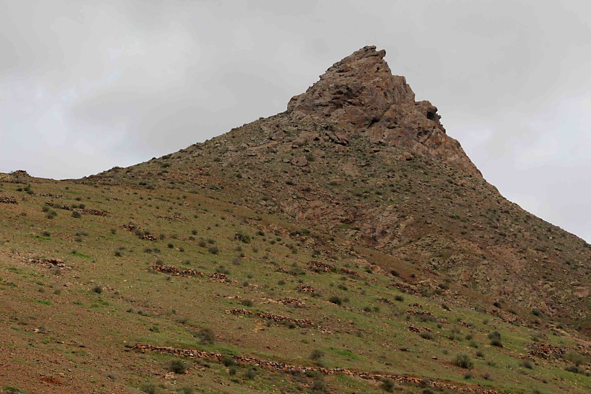 Pico de la Muda, a 526 m (1725 ft) peak from a scenic viewpoint in central Fuerteventura