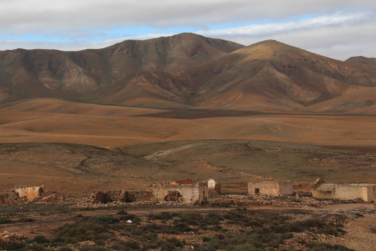 The countryside in the neighbourhood of La Florida in central-southern Fuerteventura and derelict but picturesque old buildings