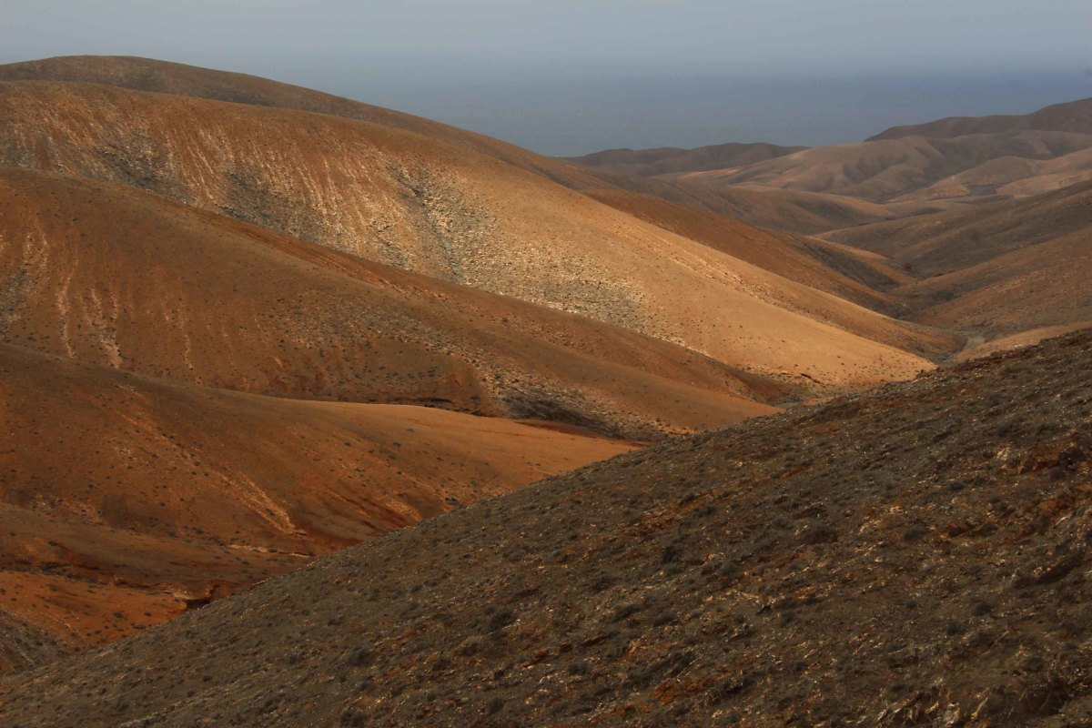 The hills of western Fuerteventura may not be as high as the mountains of Tenerife or Gran Canaria, but they nonetheless create some attractive scenic vistas
