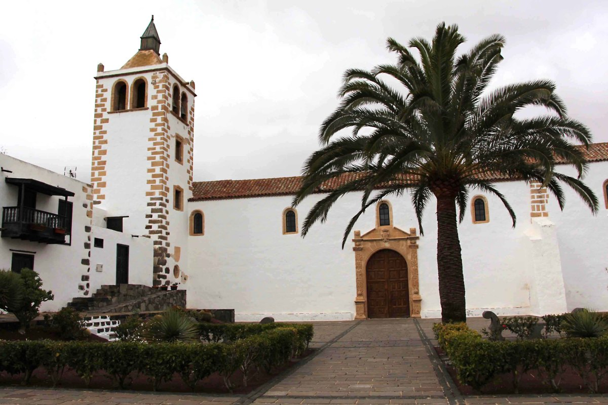 Betancuria in west central Fuerteventura, was the historic first settlement of Spanish colonialists, founded in 1404, and once capital of the whole Canary archipelago. This is the 17th century Church of St Mary