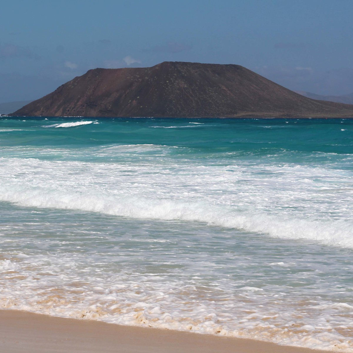 This is Isla de Lobos, a small undeveloped island and nature reserve off the northeast coast of Fuerteventura near Correlejo. It can be visited by boat on a day trip