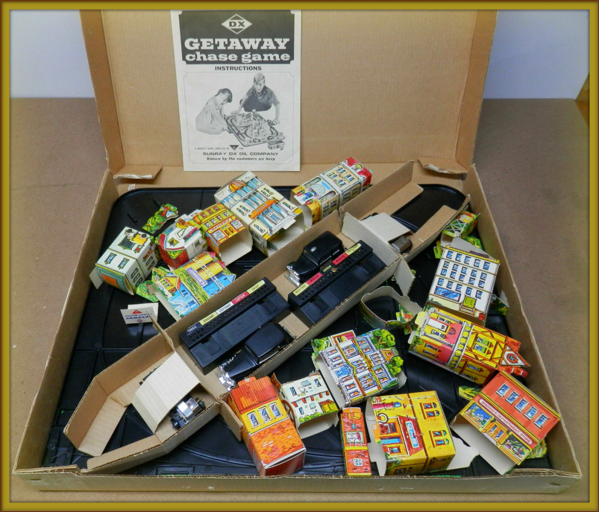 Here it is all in one box the amazing 1960's Getaway Chase Game DX Sunray Oil Company. I dream adventure waiting to be un-boxed ...