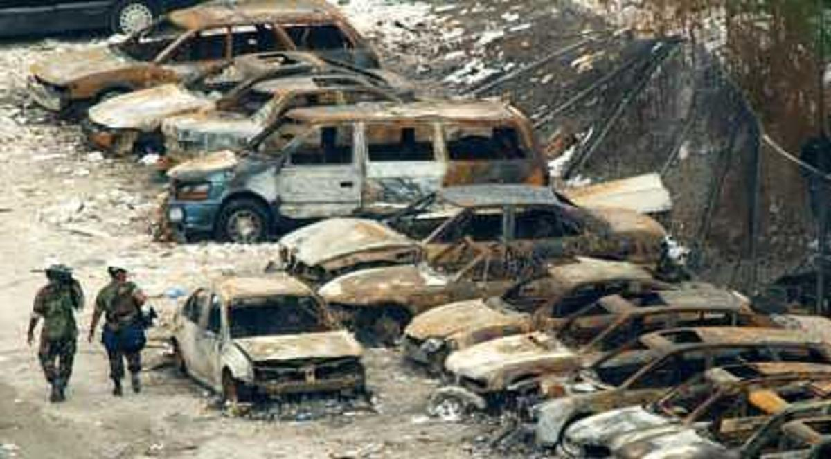 What caused the more than 1400 burned out cars 1 mile from ground zero?