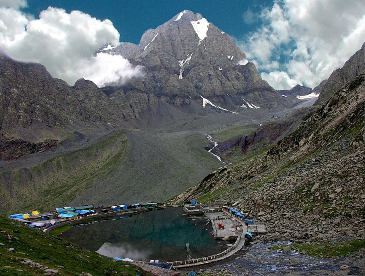 A mesmerising view of Manimahesh Kailash Peak and Manimahesh Lake