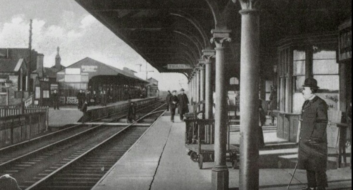 Northallerton Station in the early 20th Century with the Up platform on the right