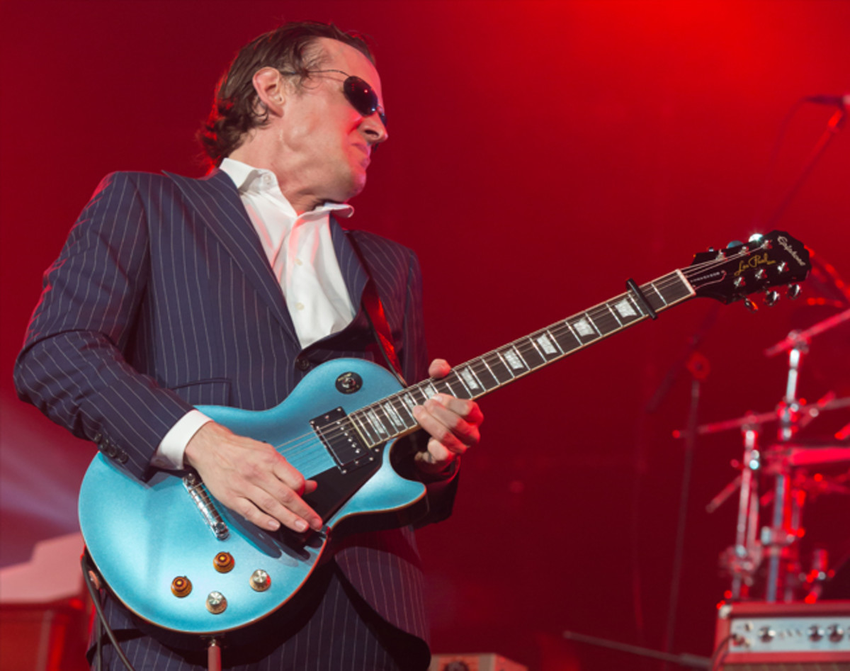 Joe with his Epiphone Joe Bonamassa Les Paul