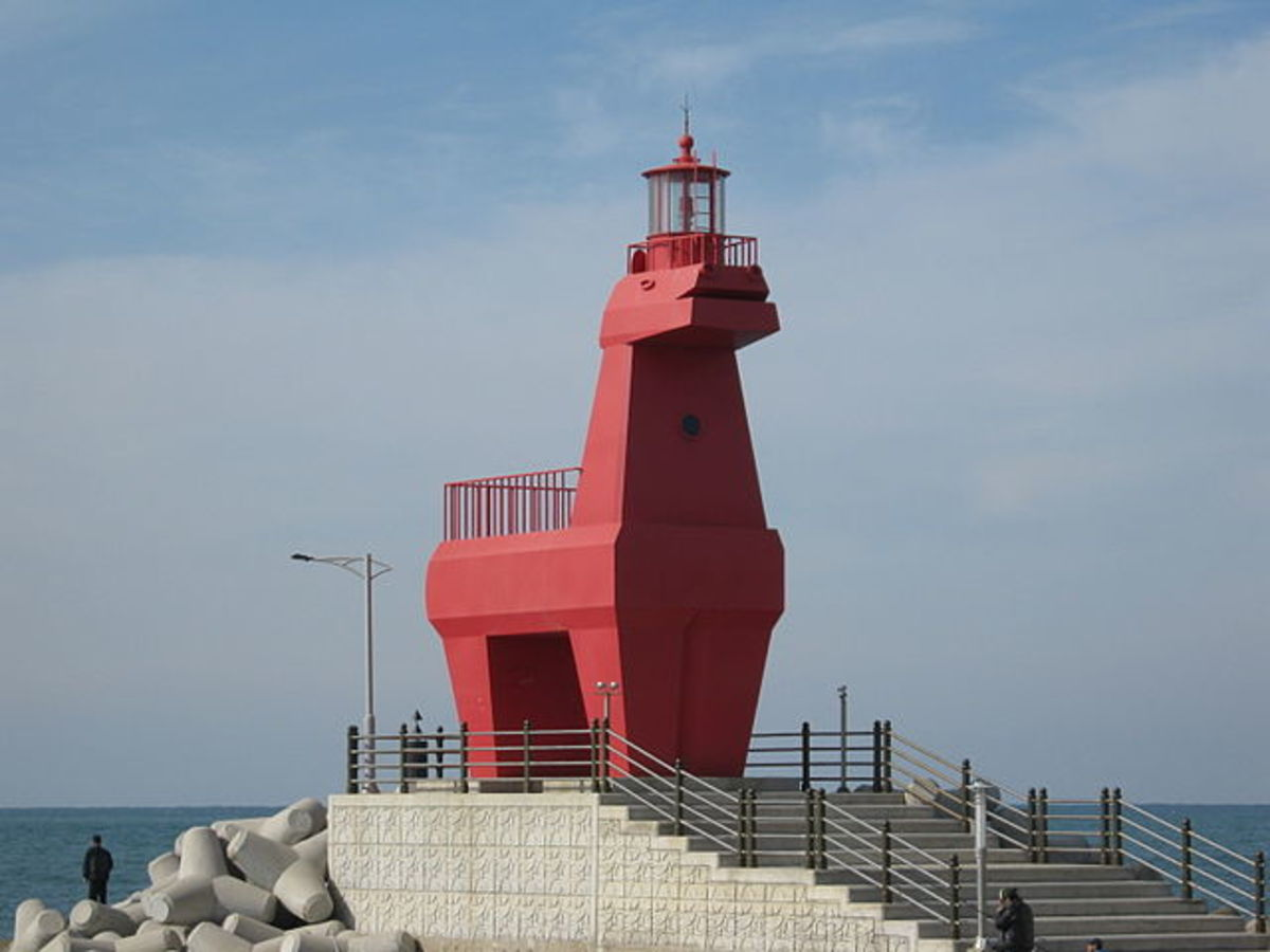 10 Weirdest Lighthouses In The World