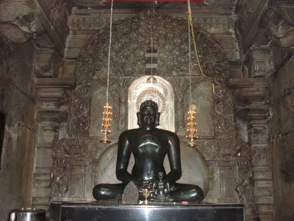 The Tirthankar Neminath Statue of Thirumalai Jain Temple