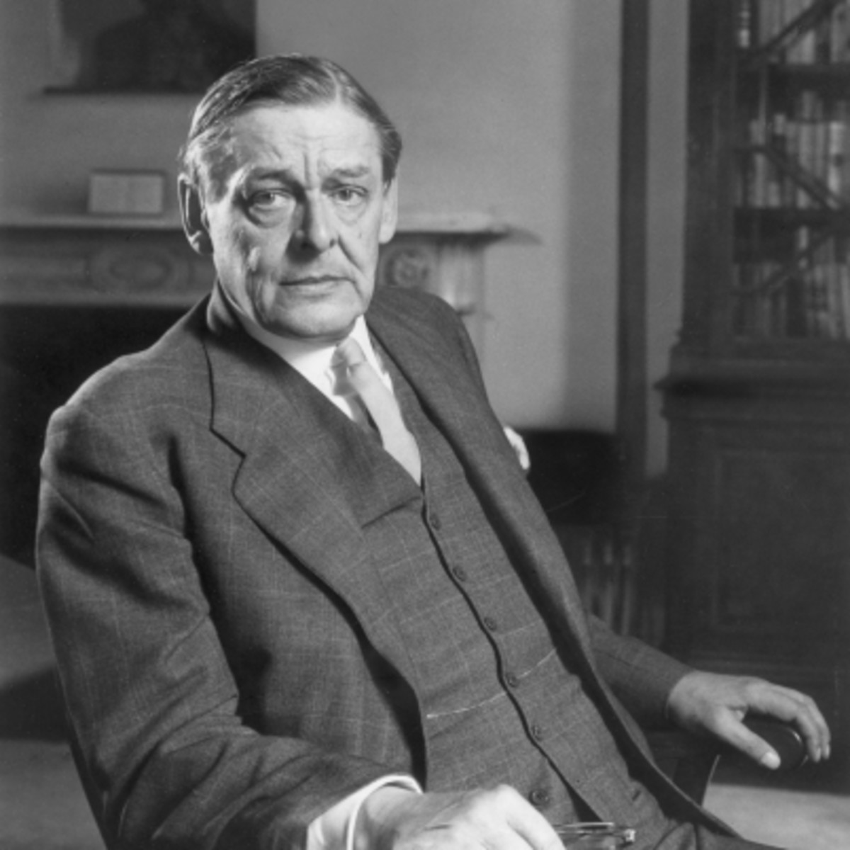 Analysing Thomas Eliot's (T.S Eliot) Poems: 'The Hollow Men' and 'Preludes'