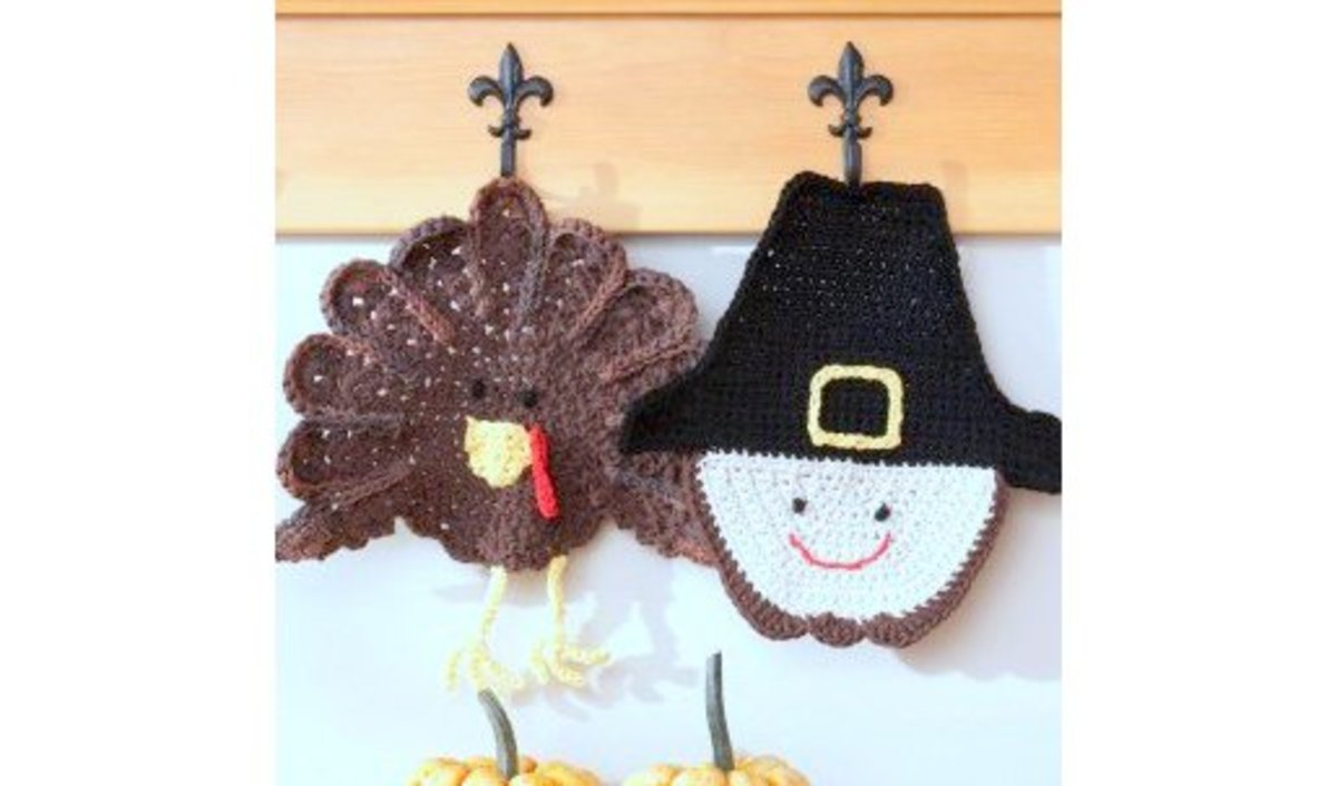 Free crochet pattern amigurumi Thanksgiving turkey.