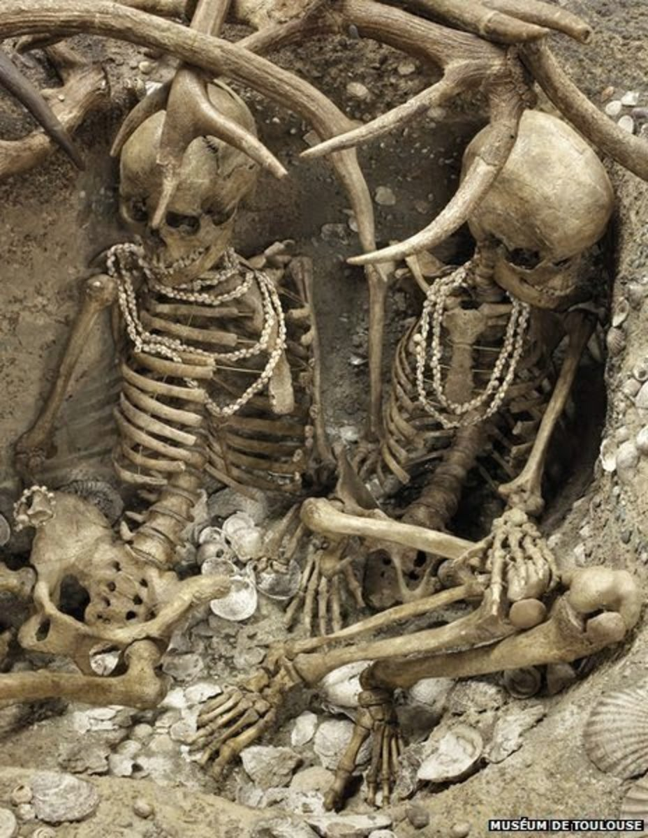 Decorated skeletons found