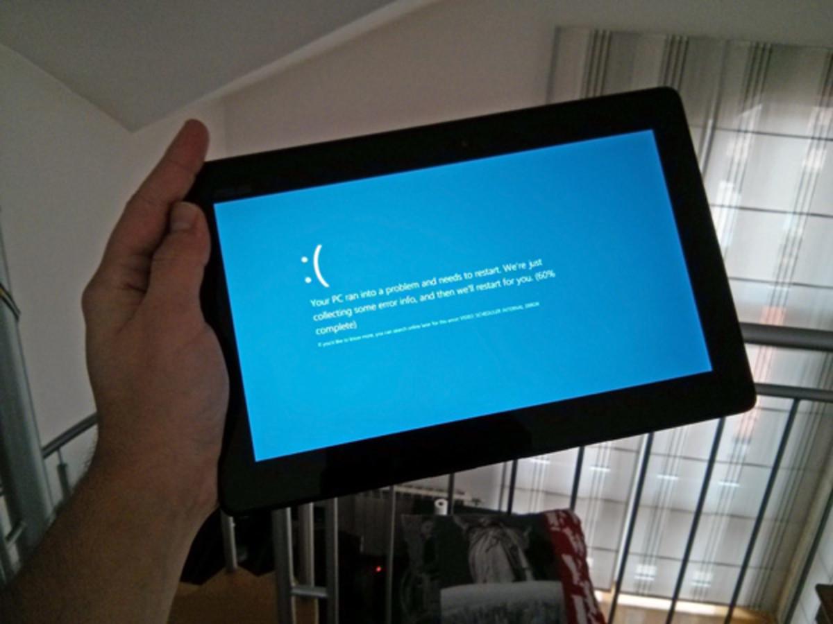 Help! My Computer Screen Is Flashing Blue!