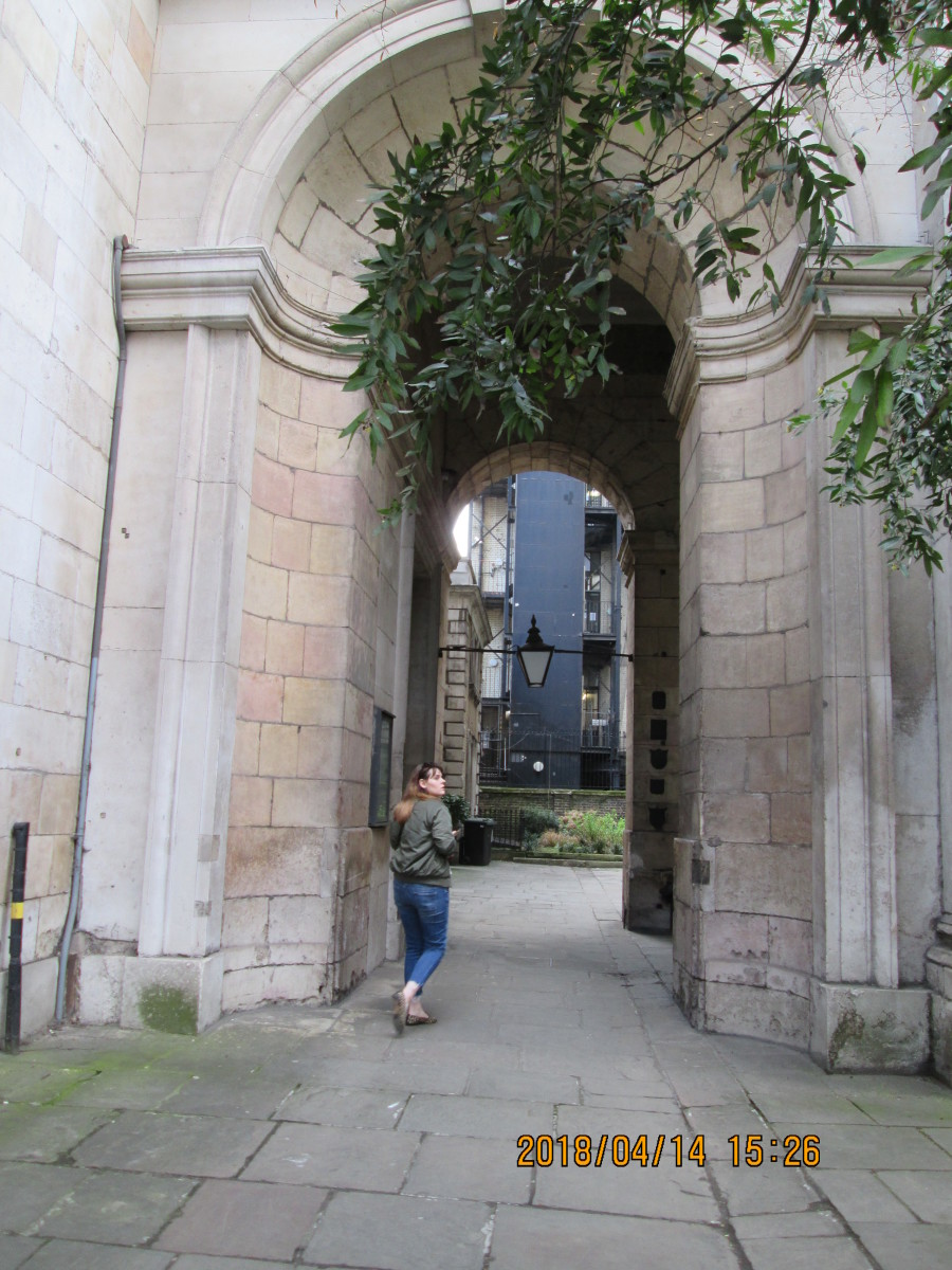 This Wren arch was part of the approach way to Old London Bridge - at the time extensively 'altered' in order to stop the fire from spreading to the south bank at Southwark