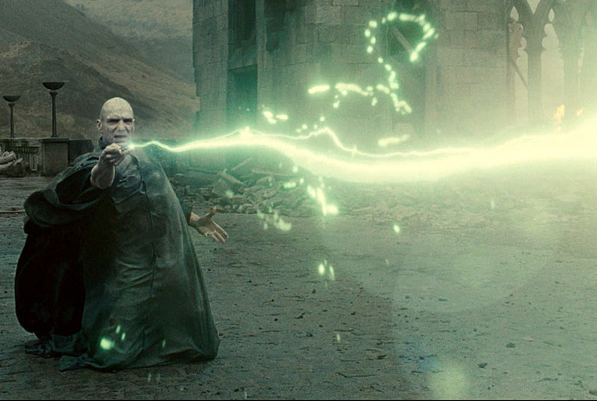Voldemort shooting his Aveda Kedavra
