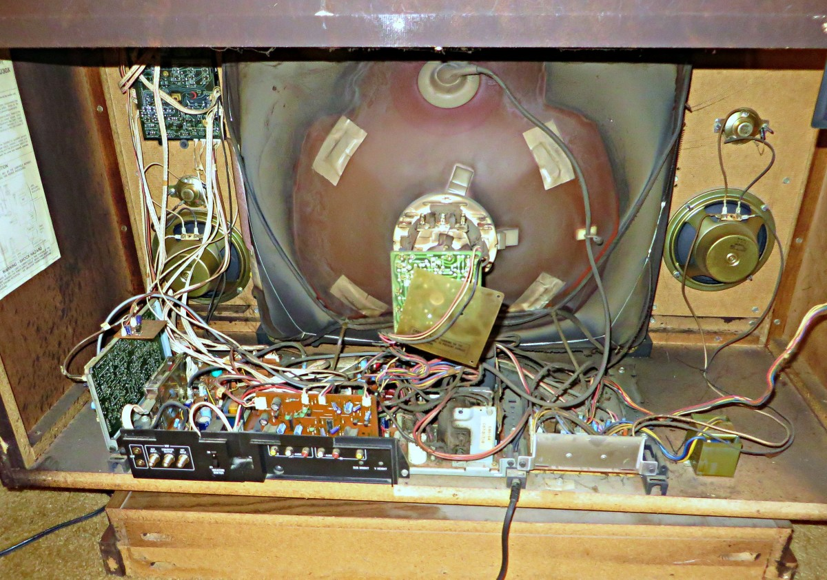 The hand-wired Chassis of the 1985 Curtis Mathes console, the golden age of American Made state of the Art electronics in 1985 had arrived.