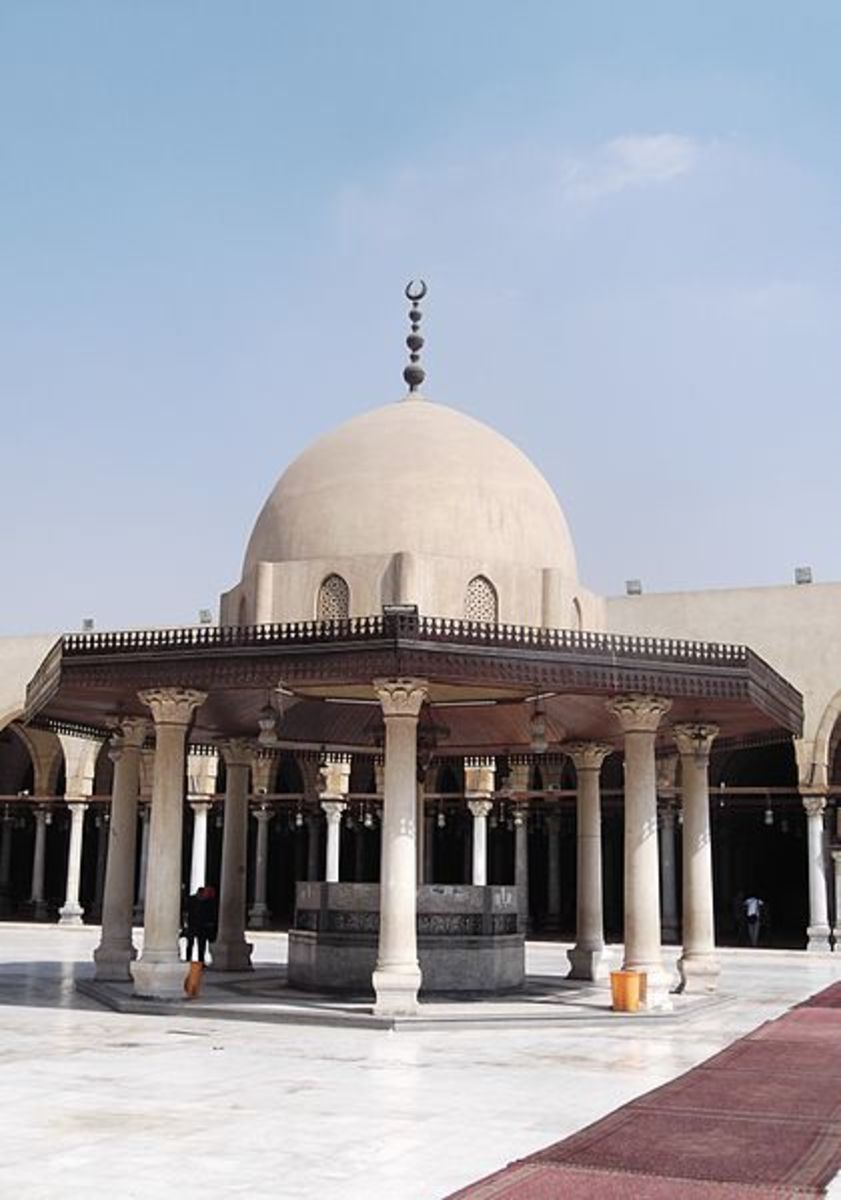 Adome built on eight round marble columns.