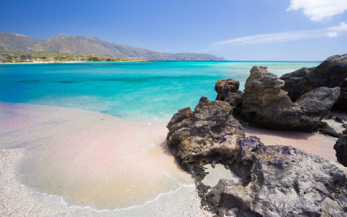 Five Reasons to Visit Greece This Summer