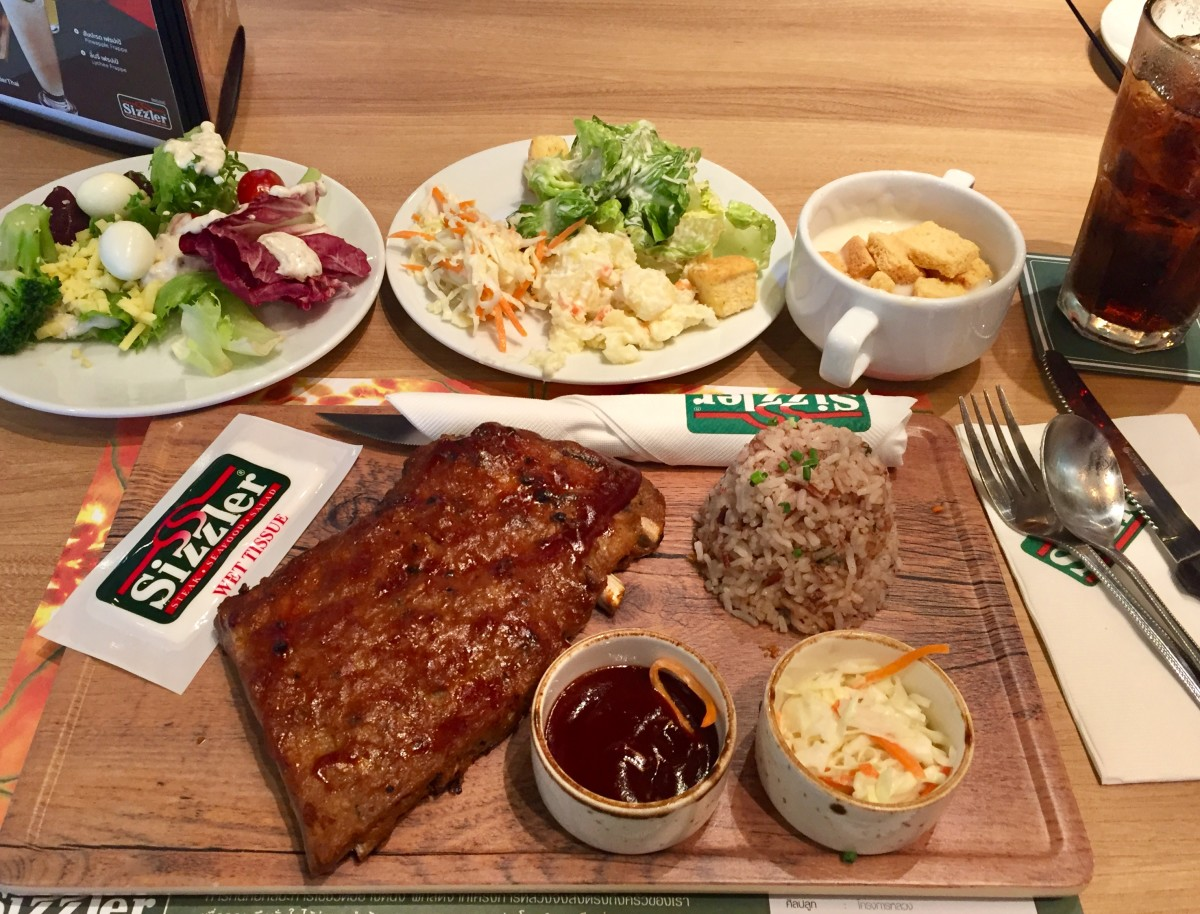 Sizzler: pork spareribs with soup and salad