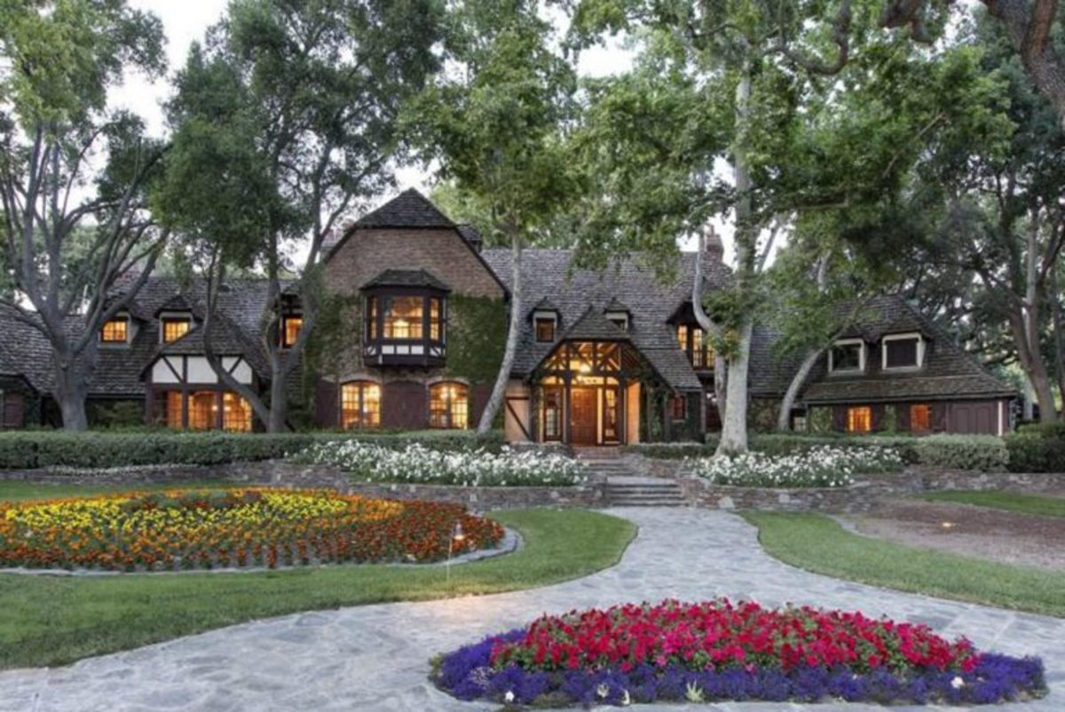 The Main House @ Neverland Ranch - This is where Michael Jackson Lived