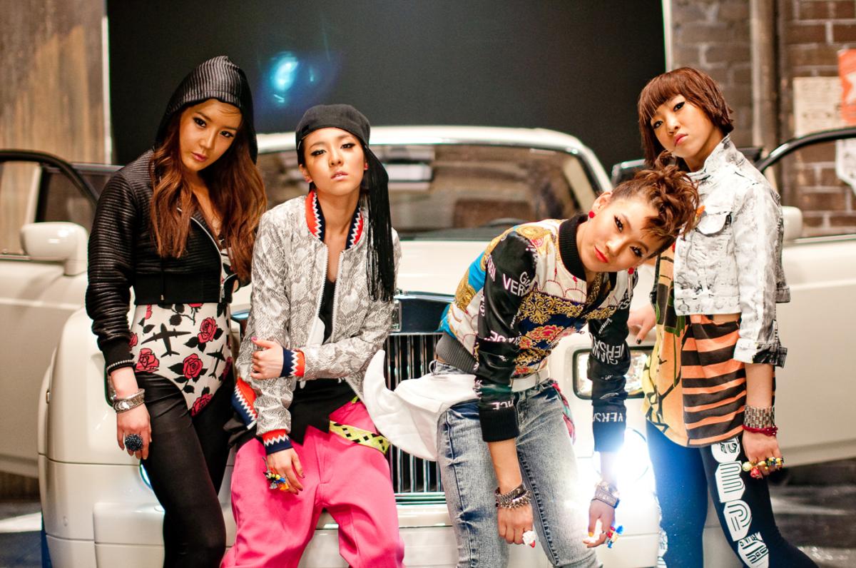 2NE1 during their debut years, (L-R) Bom, Dara, CL, Minzy
