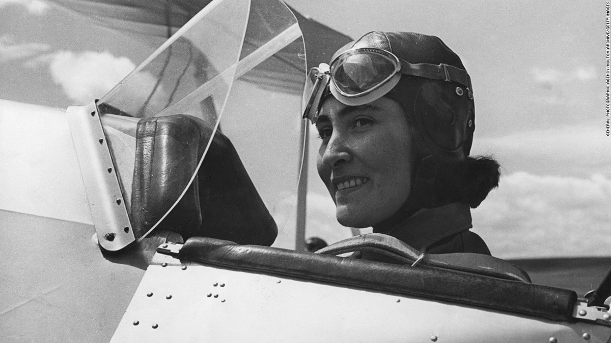 Women in Aviation: 4 Female Captains Who Left Their Mark in the Industry