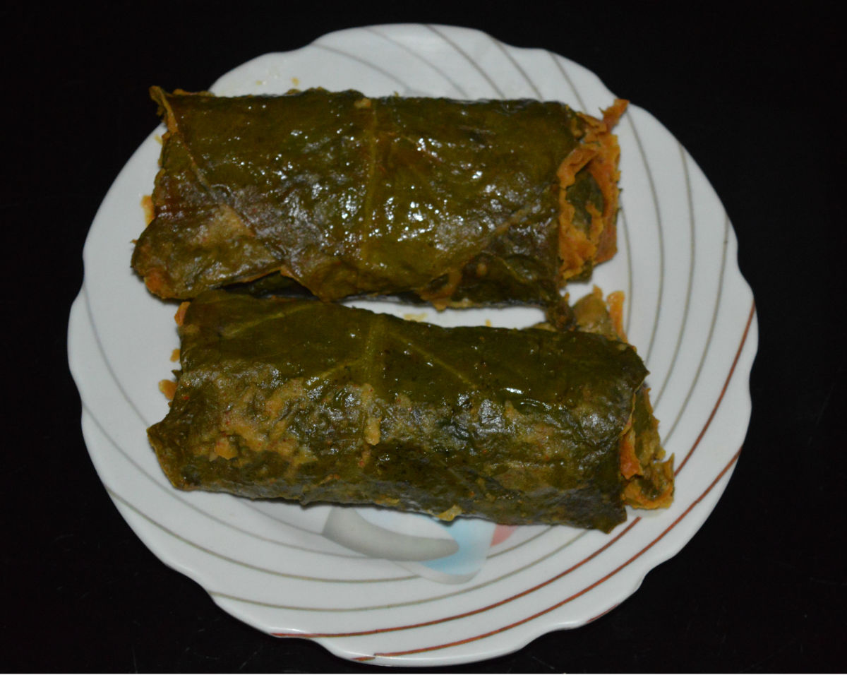 Cooked taro leaf rolls