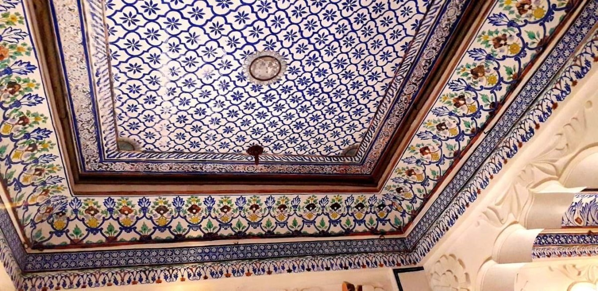 The wall and the ceilings of the Queen's chamber were beautiful and colourful.