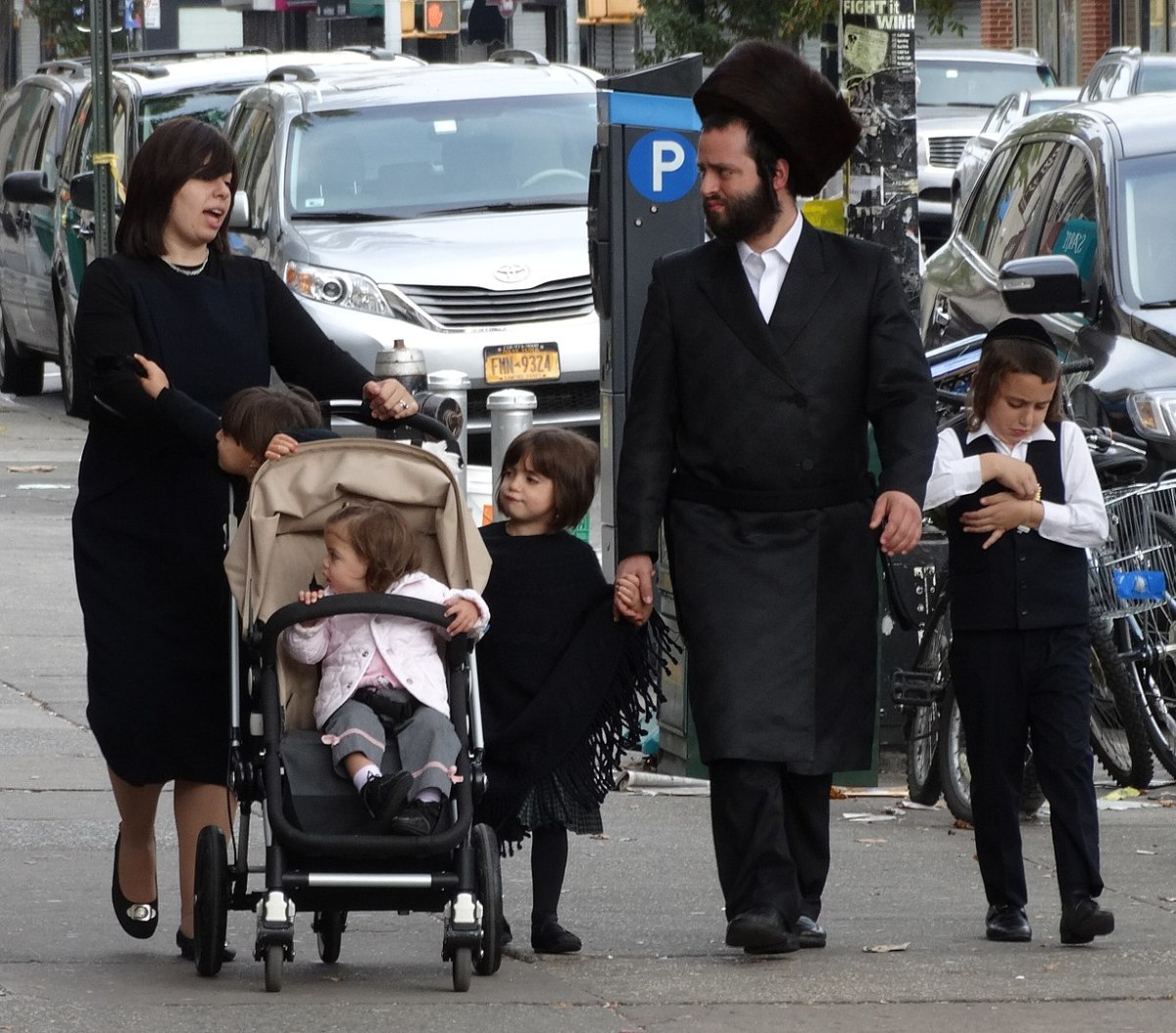 Picture of a Hasidic family in New York.