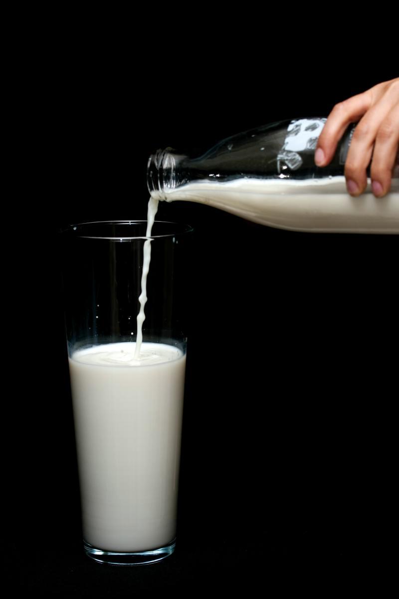 Benefits of drinking hot milk