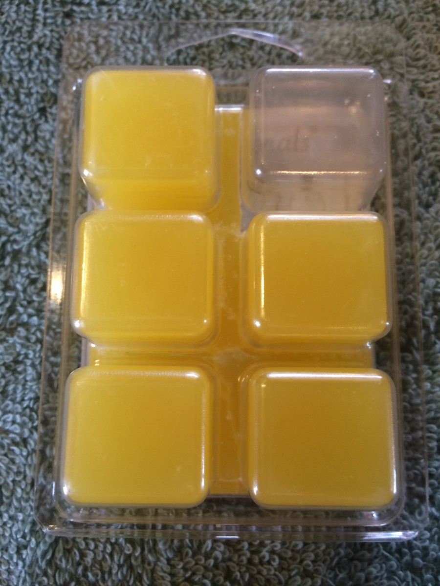 home-fragrance-reviews-scentsationals-honeysuckle-pineapple-scented-wax-cubes
