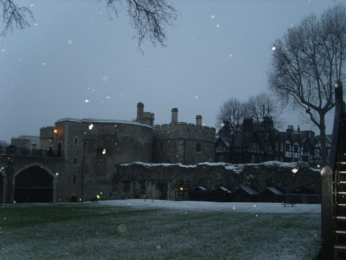 Tower of London (night time and snowing!)