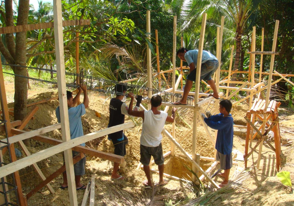 Building a cheap house in the philippines for Cheapest house foundation