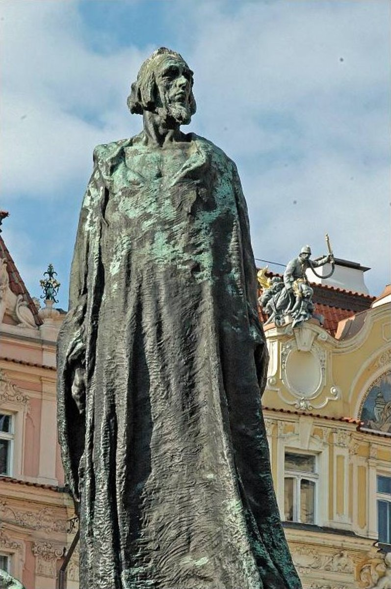 STATUE IN PRAGUE OF JOHN HUSS