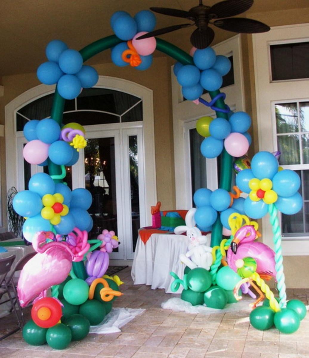 Wonderland balloon arch from http://www.balloons.dreamark.net/kids.html