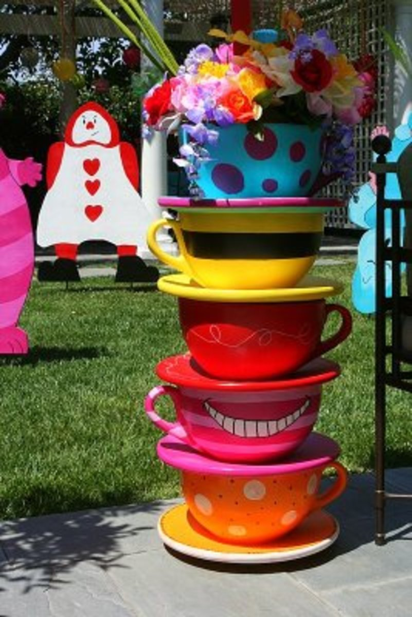 Found at http://partywishesscv.blogspot.com/2009/07/mad-hatter-tea-party.html