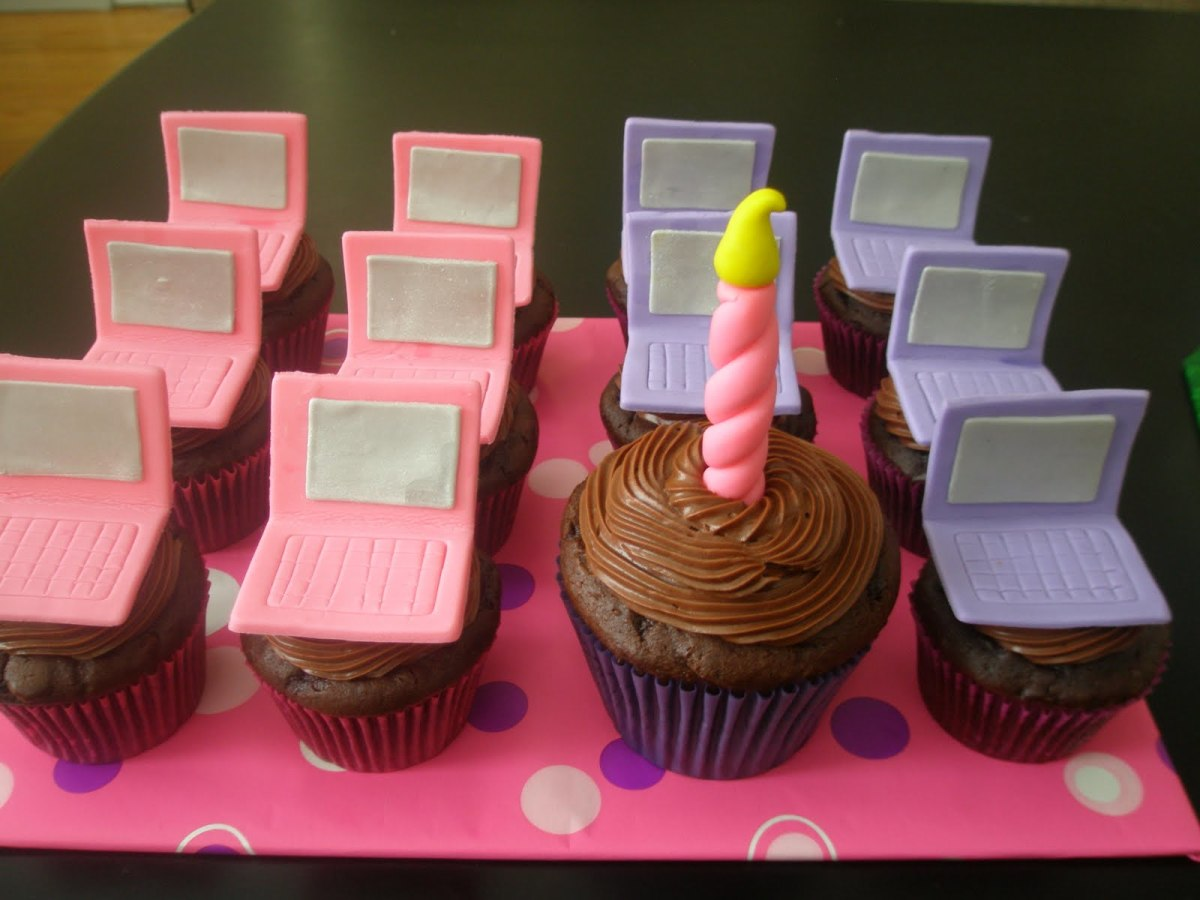 Laptop Cupcakes (Image from Oh Sugar! Cakes via Flickr)