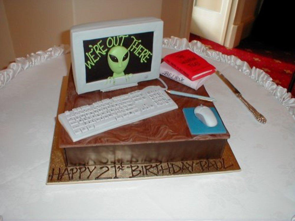 Computer Birthday Cake (www.apieceofcake.com.au)