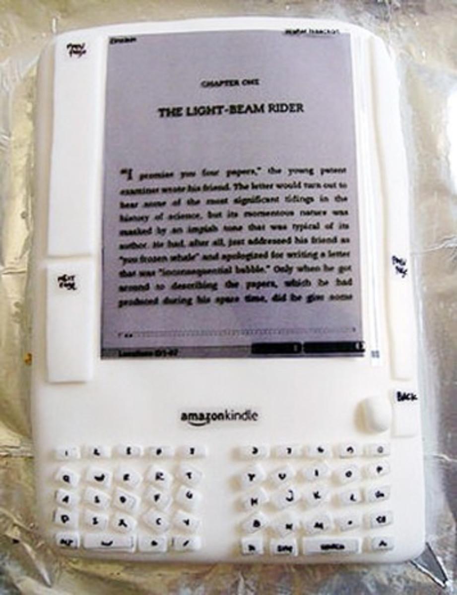 Kindle Birthday Cake (www.geeksugar.com)