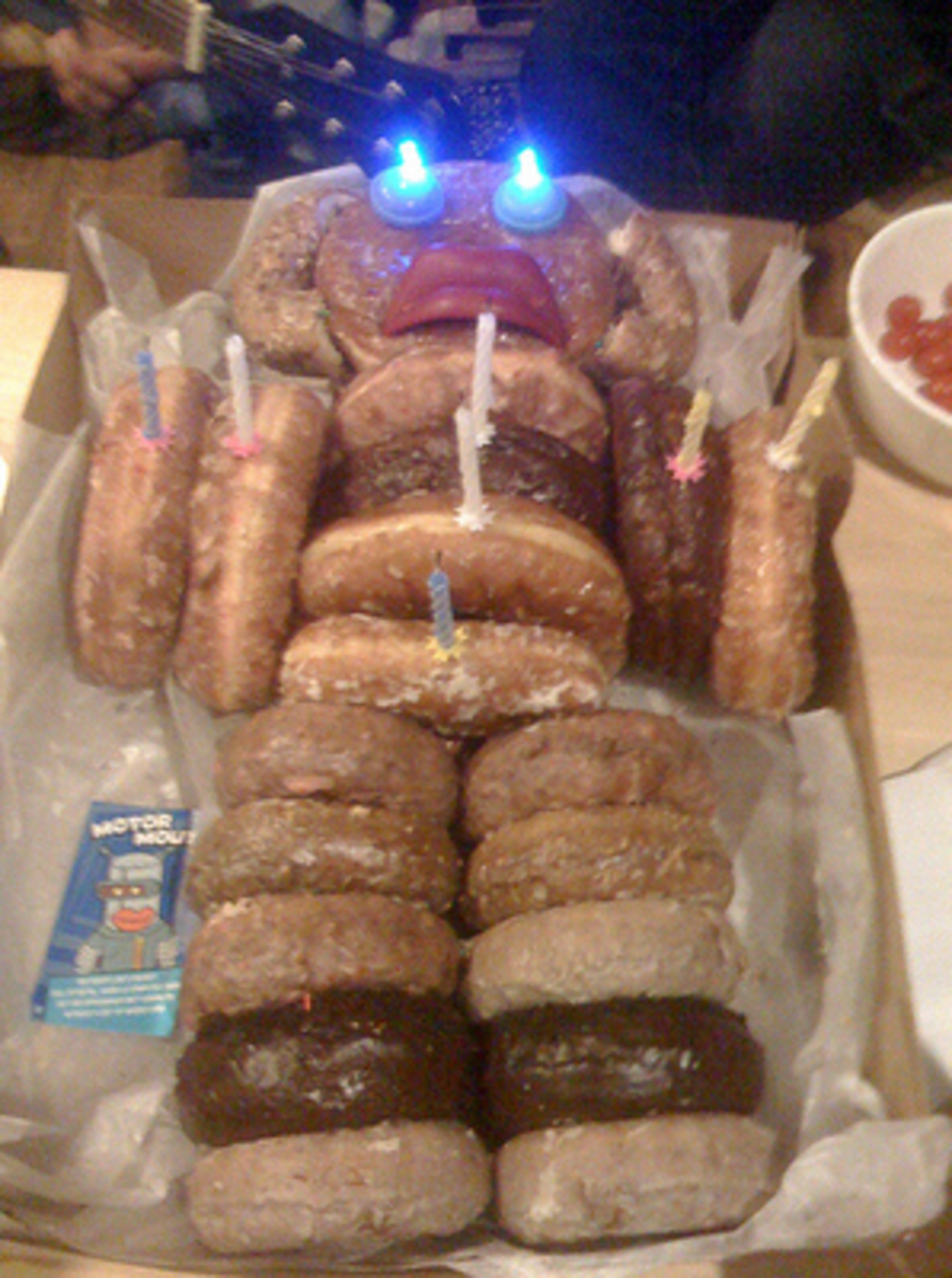 Birthday Donut Bot - Love this one superpunch.blogspot.com