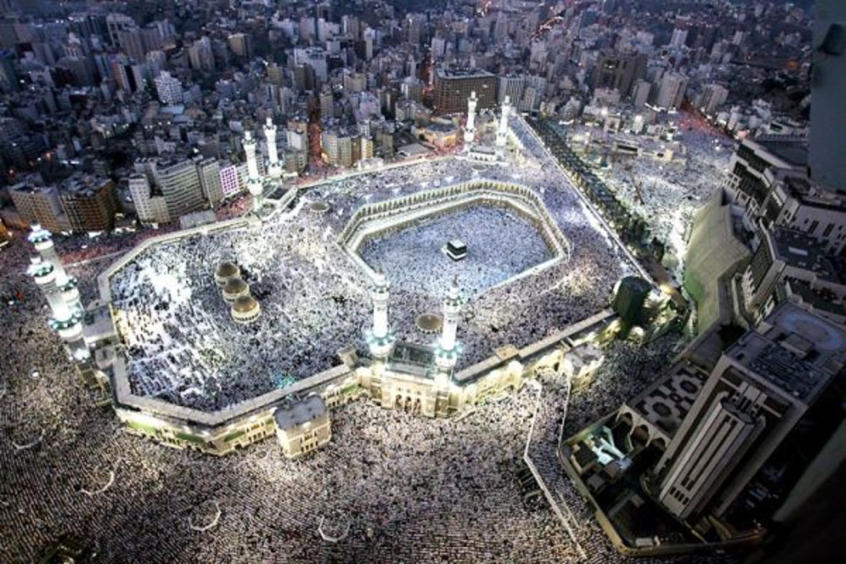 Most amazing image of the Grand Mosque (Masjid al Haram) in Mecca, Saudi Arabia where muslims from all over the world go to do Hajj (pilgrimage)