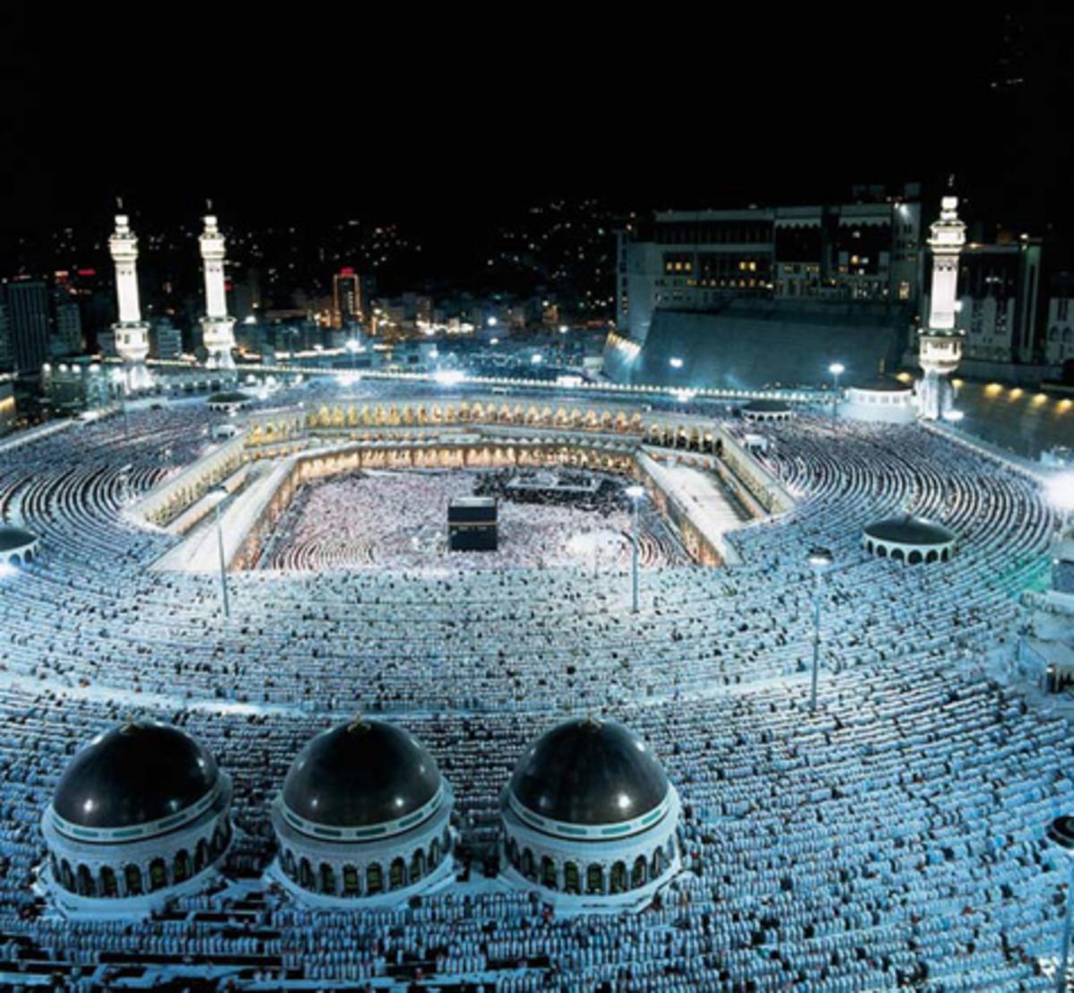 Beautiful image of the Masjid al-Haram in the night