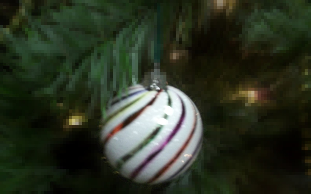 Christmas ornaments - pixelation effect