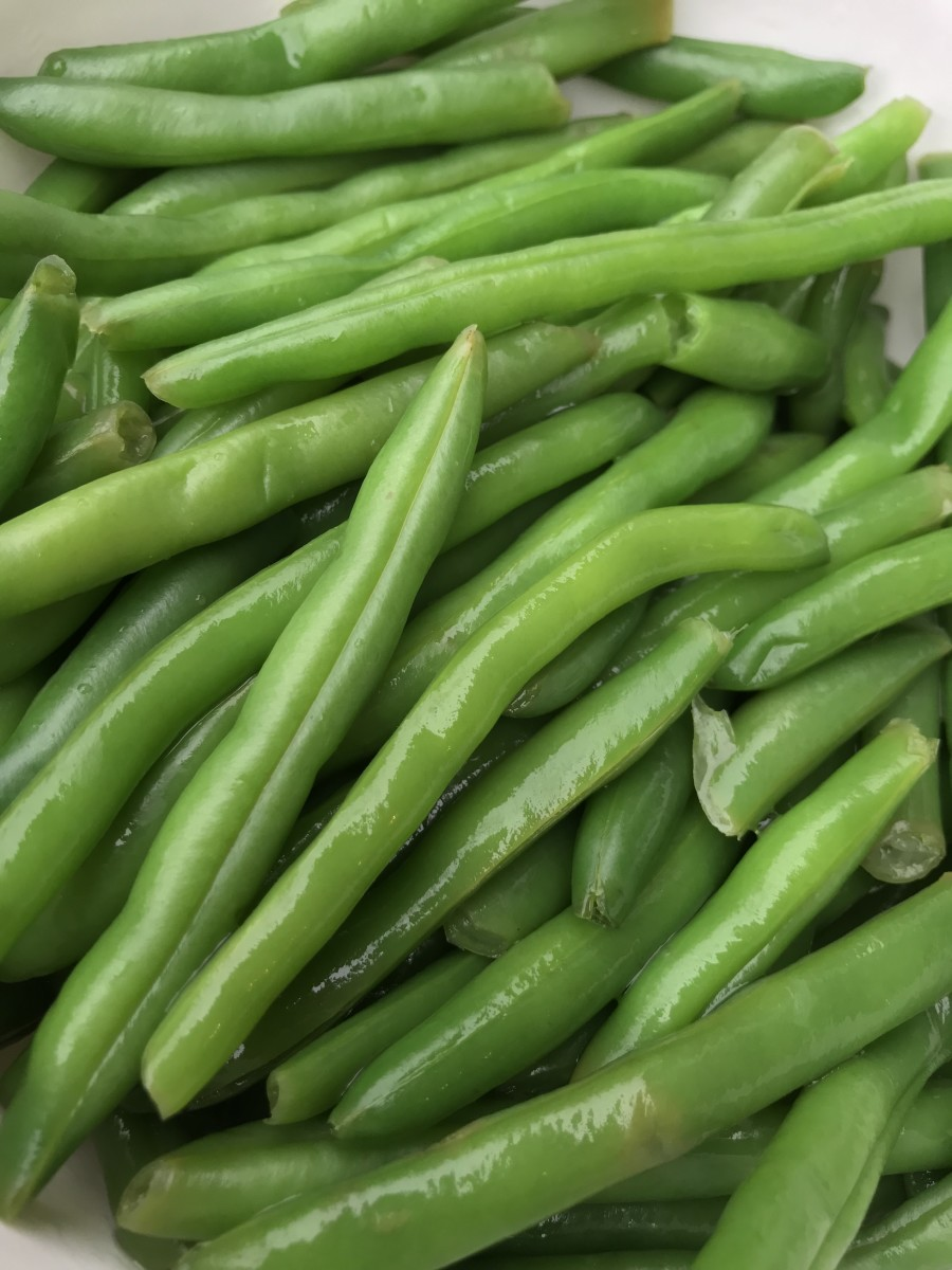 Fresh green beans are wonderful, and you can use whatever size you like. I left them whole in mine, but if you'd like, break them into smaller pieces, or cut them into bite sized lengths.