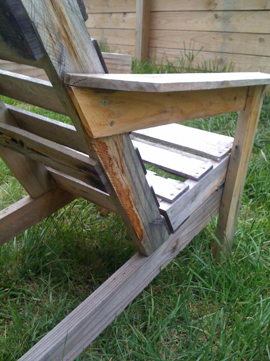 These pallet chairs are easy to assemble.