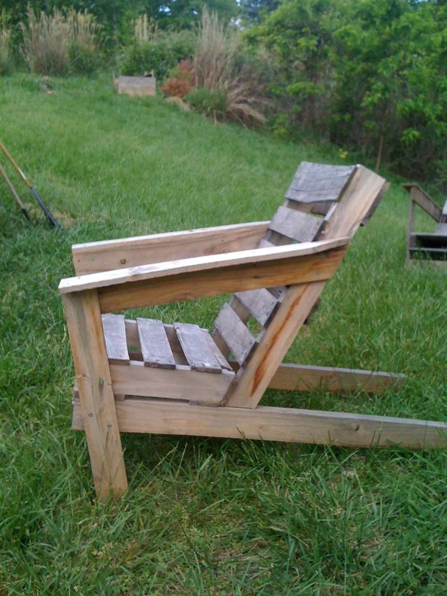 Simple and easy design makes pallet recycling a snap!