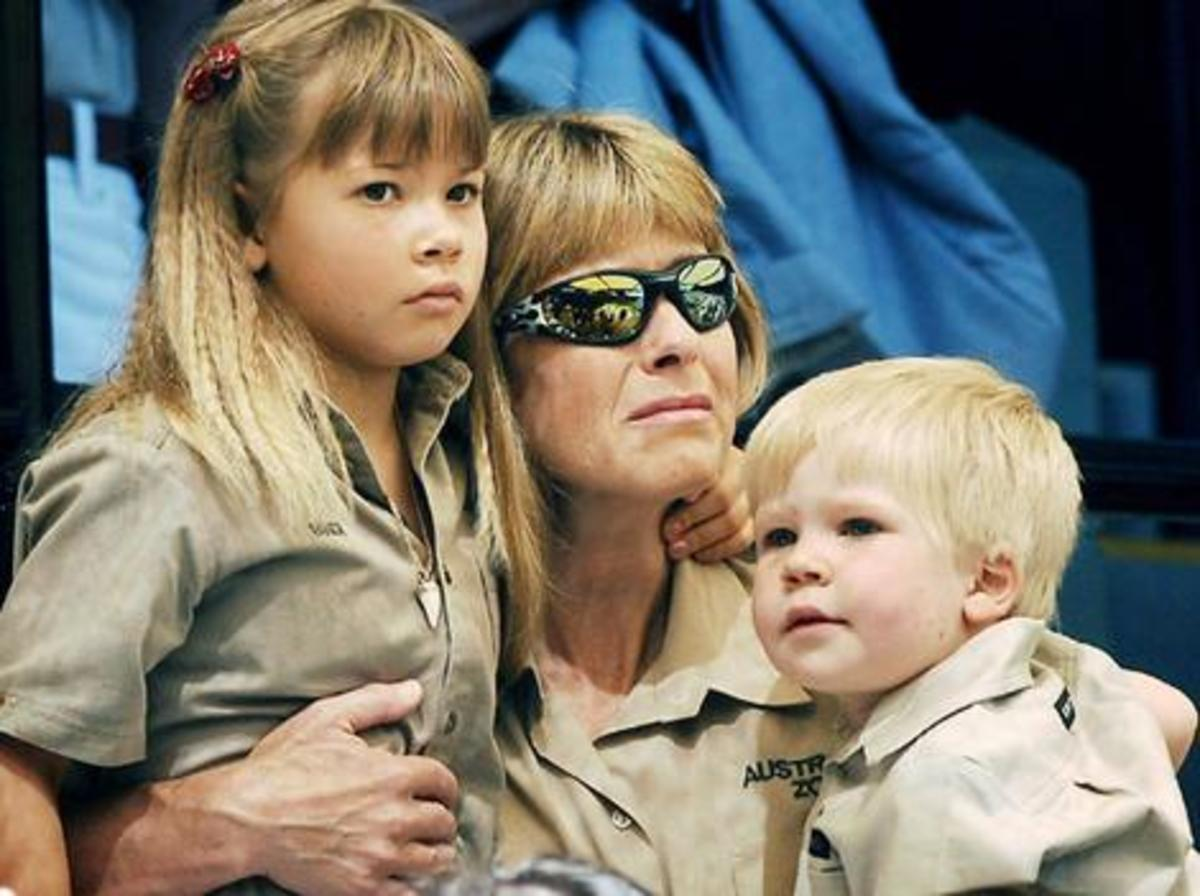 Terri, Bindi and Robert at Steve Irwin's Memorial service at Australia Zoo.