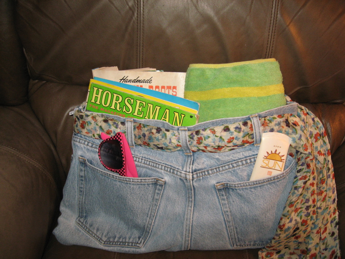 Make a simple blue jeans beach bag.