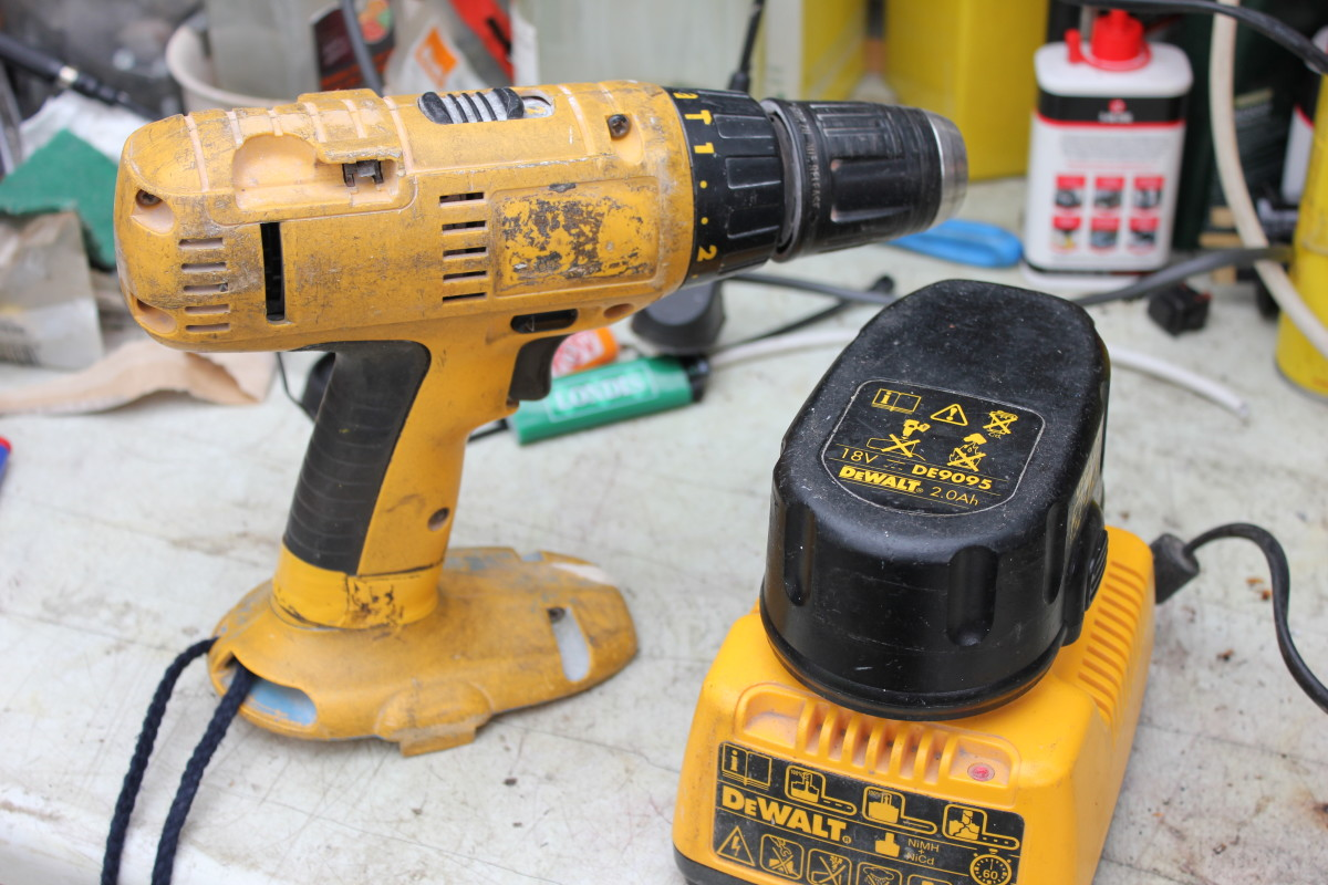 How to replace cells in a rechargeable 18V DeWALT DE9095 2.0 drill