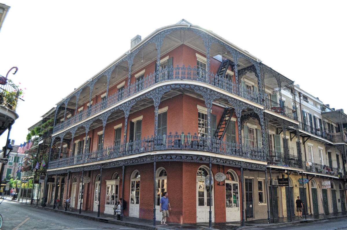 new-orleans-haunted-houses-labranche-building-700-royal-street